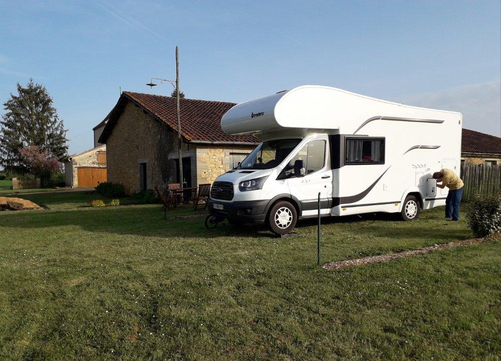 Aire camping-car à Saint-Avit-Sénieur (24440) - Photo 4